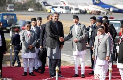 وزیراعظم شاہد خاقان عباسی 2روزہ دورے پرنیپال پہنچ گئے