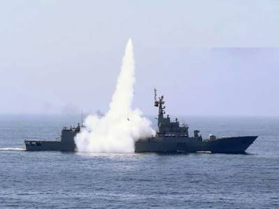 پاک بحریہ , فضائیہ کا سطح سمندر پر مار کرنے والے لانگ رینج اینٹی شپ کروز میزائل سی-802 کا کامیاب تجربہ