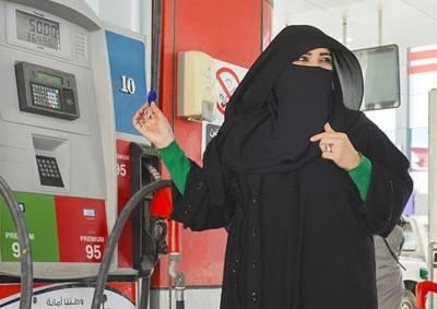 سعودی عرب میں گیس اسٹیشن پرکام کرنے والی پہلی سعودی خاتون