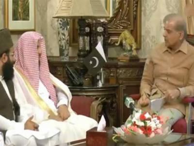 شہباز شریف کی امام کعبہ سےملاقات، پاکستان اور سعودی عرب کے تعلقات میں روز بروز اضافہ ہو رہا ہے:امام کعبہ