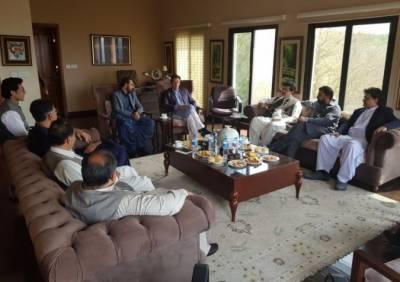 چیئرمین اور ڈپٹی چیئرمین سینیٹ عمران خان کا شکریہ ادا کرنے بنی گالا پہنچ گئے