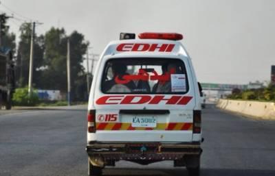 چنیوٹ:مسافر بس ٹریکٹر ٹرالی سے ٹکرا کرالٹ گئی، 20 افراد زخمی