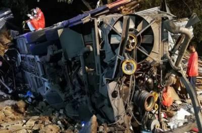 تھائی لینڈ :ڈبل ڈیکر مسافر بس بے قابو ہو کر درخت سےٹکرا گئی،17 افراد ہلاک،درجنوں زخمی