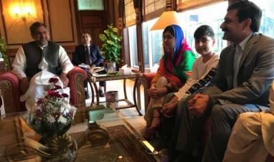 وزیراعظم شاہد خاقان عباسی سے ملالہ یوسفزئی کی ملاقات