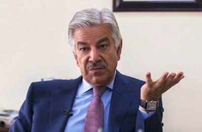 پی ٹی آئی اور پیپلز پارٹی کےاتحاد میں عمران خان کا مالی فائدہ اٹھانا حیرانی کی بات نہیں:خواجہ آصف