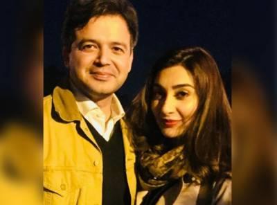 پاکستانی اداکارہ عائشہ خان نے شادی کا اعلان کر دیا،منگیتر کے ساتھ تصویر سوشل میڈیا پر وائرل