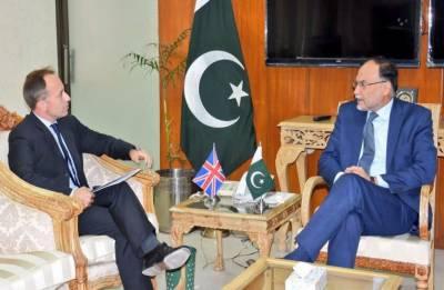 احسن اقبال سے برطانوی ہائی کمشنر کی ملاقات,باہمی دلچسپی کے امور پر تبادلہ خیال
