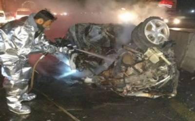 کراچی حیدرآباد موٹروے پر کار حادثہ، نوبیاہتا جوڑے سمیت 7 افراد جھلس کر جاں بحق