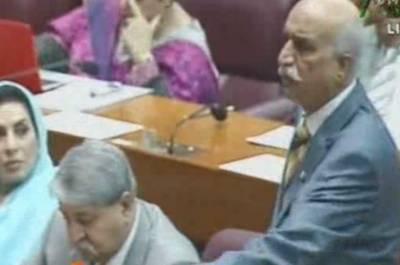 70 سالہ تاریخ میں پارلیمنٹ کا ایسا حال نہیں دیکھا، افسوس وزیراعظم ہیں لیکن ان کے وزراء نہیں:خورشید شاہ