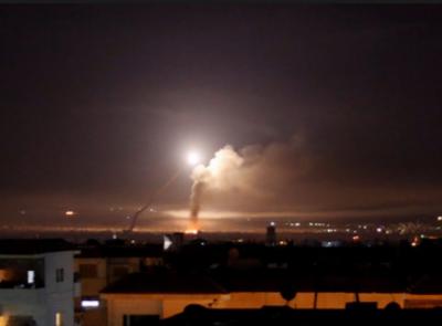 شام پر اسرائیلی حملے کے بعد ایران نے اسرائیلی پوزیشن پر حملہ کرتے ہوئے گولان کی پہاڑیوں پر کئی راکٹ برسا دیے