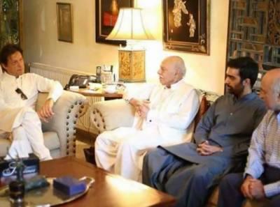 تحریک انصاف کی ایک اوراہم کامیابی، نواب آف بہاولپور صلاح الدین عباسی ساتھیوں سمیت عمران خان کے قافلے میں شامل