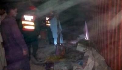 رحیم یارخان:ٹرالر پر لدا کنٹینر جھونپڑیوں پر الٹ گیا،ماں 3 بچوں سمیت جاں بحق