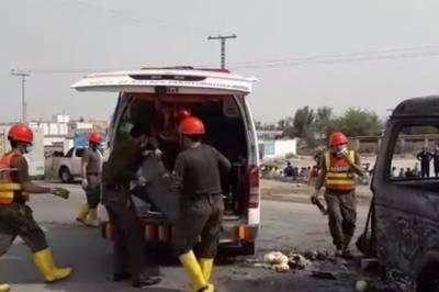 کوہاٹ:مسافر وین میں آگ لگنے سے 6 افراد جاں بحق,8زخمی
