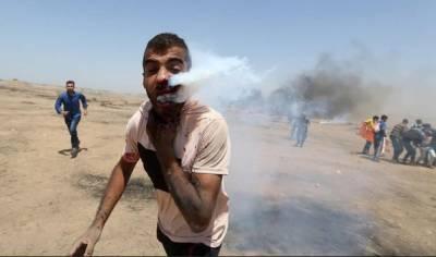 اسرائیلی فوج کا آنسو گیس کا شیل فلسطینی نوجوان کے چہرے پر پھٹ گیا