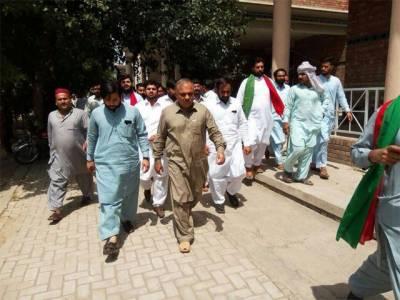 تحریک انصاف نے 21 مقدمات میں نامزد ملزم کو انتخابی ٹکٹ جاری کردیا
