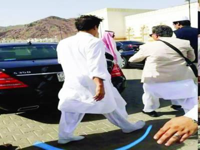 نبی ۖ کے احترام میں مدینہ منورہ بغیر جوتوں کے آیا، عمران خان