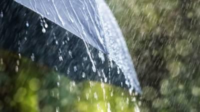 شہرِ قائد کے مختلف علاقوں میں مون سون کی پہلی بارش سے گرمی کا زور ٹوٹ گیا