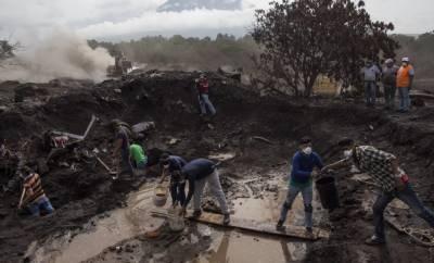 گوئٹے مالا: آتش فشاں سے راکھ نکلنے کا عمل جاری، 200 سے زائد افراد تاحال لاپتہ