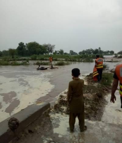 دریائے چناب پر بنا بند ٹوٹ گیا 5دیہات زیر آب,ریسکیو ٹیم کی امدادی کارروائیاں شروع