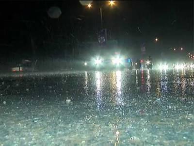 آئندہ چوبیس گھنٹے کے دوران لاہور،گوجرانوالہ،سرگودھا، راولپنڈی،فیصل آباد کوہاٹ،کے پی کے،فاٹا،گلگت بلتستان اور کشمیر میں موسلادھار بارش کا امکان
