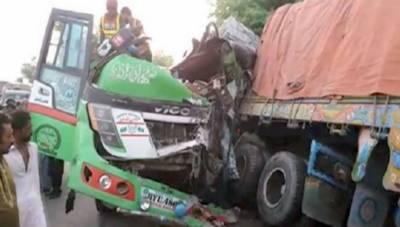 رحیم یارخان: قومی شاہراہ پر تیز رفتار مسافر بس اور ٹرک کے تصادم, 6 افراد جاں بحق9 زخمی