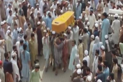 خودکش حملہ:پشاور کی فضا سوگوار، 10 شہدا کی اجتماعی نماز جنازہ ادا