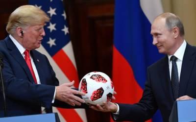 روسی صدر ولادی میر پیوٹن کا امریکی صدر ڈونلڈ ٹرمپ کوپاکستانی فٹبال کا تحفہ