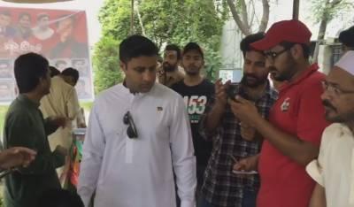 اسلام آباد:عمران خان کی الیکشن مہم کے انچارج زلفی بخاری کا مختلف پولنگ اسٹیشن کا دورہ