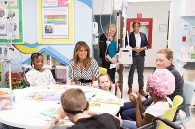 میلانیا ٹرمپ کا ریاست ٹینیسی میں ہسپتال کا دورہ، بیمار بچوں کی تیمارداری کی