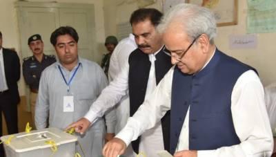 وزیراعظم ناصر الملک نے سوات میں اپنا ووٹ کاسٹ کیا