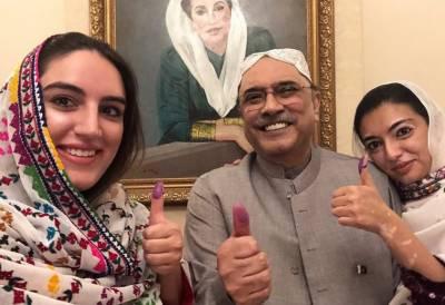 آصف علی زرداری نے این اے 213 میں ووٹ کاسٹ کردیا