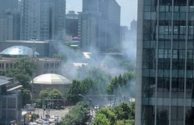 بیجنگ میں امریکی سفارت خانے کے باہر زور دار دھماکا