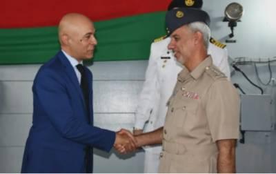 پاک بحریہ کے جہاز پی این ایس سیف نے عمان کی بندرگاہ مسقط کا دورہ کیا