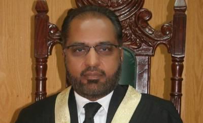عمران خان نااہلی کیس میں جسٹس شوکت صدیقی کو بینچ سے الگ کردیا گیا