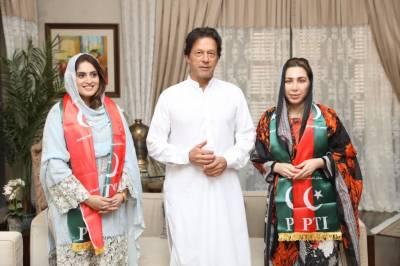 ممتاز سماجی کاروباری شخصیات فرح خان اور میرو حیات کی پاکستان تحریک انصاف میں شمولیت