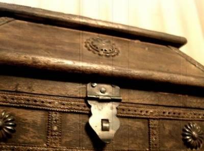 نواب شاہ: سنگدل ماں نے اپنی 3معصوم بچیوں کوصندوق میں بند کردیا،2 جاں بحق