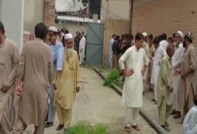 چارسدہ:گھریلو تنازعہ پر فائرنگ،دو خواتین سمیت 6 افراد جاں بحق،2زخمی