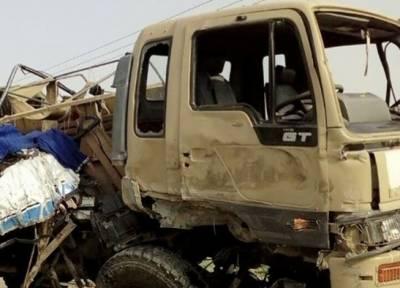 ڈیرہ اسماعیل خان :ایف سی کے ٹرک اور مسافر بس میں تصادم,6 اہلکار شہید