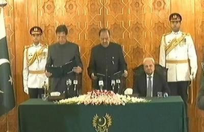 نومنتخب وزیراعظم عمران خان حلف اٹھالیا