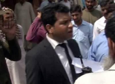 سپریم کورٹ لاہور رجسٹری کے باہر وکیل کی خودکوجلانے کی کوشش،پولیس نے گرفتار کرلیا