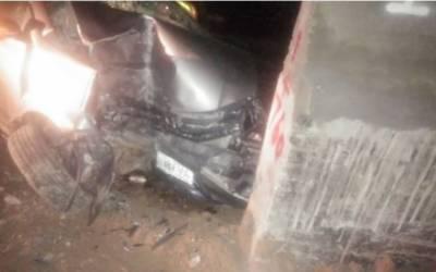 گوجر خان:تیز رفتار کار پل سے ٹکرانے سے ایک ہی خاندان کے 5 افراد جاں بحق