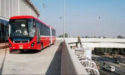 ملتان:میٹرو بس کے انڈر پاس میں ایک شخص کی خودکشی کی کوشش