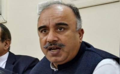 تحریک انصاف کے رہنما شاہ فرمان نے گورنر خیبر پختونخواہ کا حلف اٹھالیا