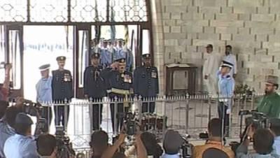 یوم دفاع: مزار قائد پر گارڈز کی تبدیلی کی پروقار تقریب,پی اے ایف کے گارڈز نے مزار قائد پر فرائض سنبھال لیے