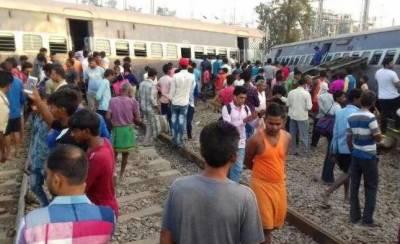 بھارت: اترپردیش میں مسافرٹرین کی 8 بوگیاں پٹڑی سے اترگئیں، 7افراد ہلاک30 زخمی