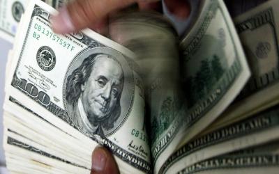 ڈالر کی قیمت کم ہونے لگی