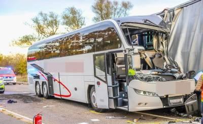 جرمنی میں سیاحوں کی بس کو حادثہ، 35زخمی