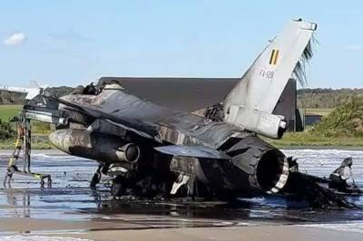 مکینک کی ذرا سی غلطی ، اربوں روپے کا ایف 16 طیارہ تباہ