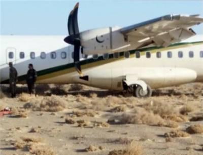 پی آئی اے کا طیارہ حادثے سےبچ گیا,طیارہ رن وے سے اتر کر کچی زمین پر پہنچ گیا