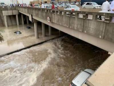 سعودی عرب سمیت خلیجی ممالک میں شدید بارشیں، 7افراد جاں بحق